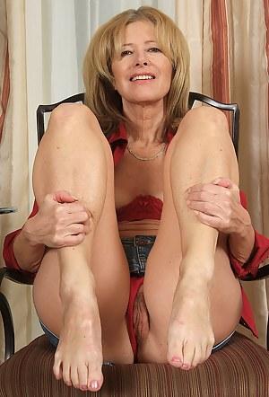 Free Mature Legs Porn Pictures