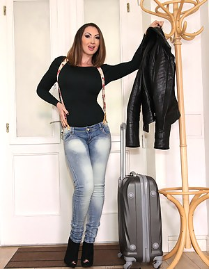 Free Mature Jeans Porn Pictures