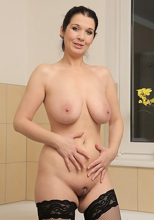 Free Mature Shaved Pussy Porn Pictures